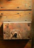 Vecchia serratura arrugginita della porta di legno antica Fotografie Stock