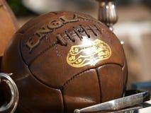Vecchia sfera di calcio Fotografia Stock