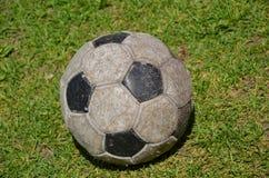 Vecchia sfera di calcio Fotografia Stock Libera da Diritti