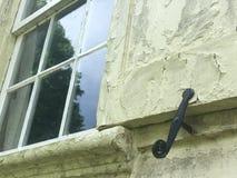 Vecchia singola finestra sulla fine della casa Fotografia Stock