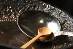 Vecchia siviera d'argento messa sul vassoio Fotografia Stock