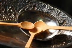 Vecchia siviera d'argento messa sul vassoio Immagini Stock