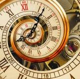 Vecchia spirale antica di frattale dell'estratto dell'orologio Meccanismo dell'orologio dell'orologio fotografia stock libera da diritti