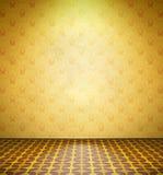 Vecchia stanza abbandonata con la carta da parati gialla Fotografie Stock Libere da Diritti