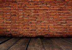Vecchia stanza con il muro di mattoni, fondo d'annata Fotografia Stock Libera da Diritti