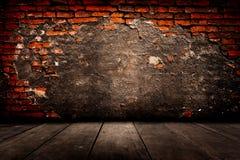 Vecchia stanza con il muro di mattoni, fondo d'annata Fotografie Stock