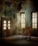 Vecchia stanza con una sedia a rotelle Fotografia Stock Libera da Diritti