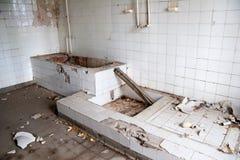 Vecchia stanza da bagno di permesso Fotografia Stock