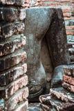 Vecchia statua buddista sul vecchio fondo della pagoda Fotografia Stock Libera da Diritti
