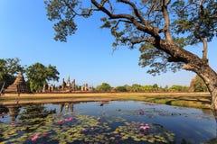 Vecchia statua di Buddha nel parco storico di Sukhothai Fotografia Stock