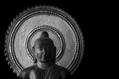 Vecchia statua di Buddha scolpita in pietra - museo di Thanjavur immagini stock libere da diritti