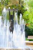Vecchia statua nel parco della città di Hissar in Bulgaria Immagini Stock