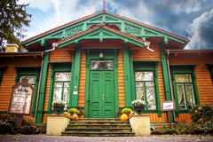 Vecchia stazione ferroviaria d'annata in Polonia/Bialowieza/ immagini stock