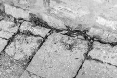 Vecchia strada di pietra al villaggio fotografie stock libere da diritti