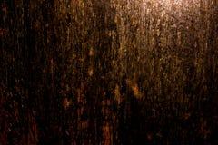 Vecchia struttura approssimativa arrugginita spaventosa scura della superficie di metallo/fondo dorato e di rame per Halloween o  Immagine Stock Libera da Diritti