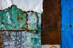 Vecchia struttura arrugginita del fondo del metallo struttura di lerciume di vecchia superficie variopinta della pittura fotografie stock
