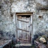 Vecchia struttura del fondo della porta di lerciume su retro costruzione d'annata Immagini Stock Libere da Diritti