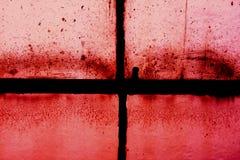Vecchia struttura della finestra del telaio contro rosso Immagine Stock Libera da Diritti