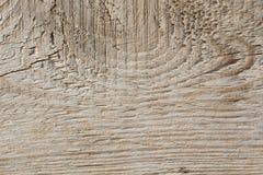 Vecchia struttura di legno della plancia sul Sun attenuato immagini stock
