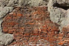 Vecchia struttura incrinata della parete di mattoni rossi Fotografie Stock Libere da Diritti