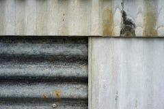 Vecchia struttura rustica della parete dello strato dello zinco fondo arrugginito della parete di lerciume Fotografia Stock