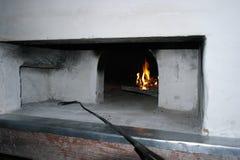 Vecchia stufa bruciante di legno russa Fotografia Stock Libera da Diritti