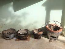 Vecchia stufa dell'argilla usata fotografie stock libere da diritti