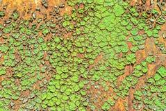 Vecchia superficie della lamina di metallo coperta di vecchio fondo di struttura della pittura Immagine Stock