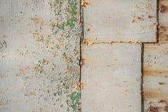 Vecchia superficie della lamina di metallo coperta di vecchio fondo di struttura della pittura Immagini Stock Libere da Diritti
