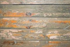 Vecchia superficie di legno con la pelatura della vernice e la pelatura della pittura fotografia stock libera da diritti