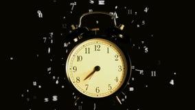 Vecchia sveglia Lasso di tempo Le ore ed i minuti volano via stock footage