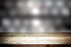Vecchia tavola con fondo vago Immagini Stock