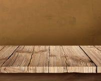 Vecchia tavola di legno con fondo scuro Fotografia Stock