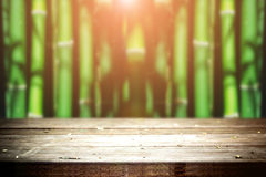 Vecchia tavola in foresta di bambù Immagine Stock Libera da Diritti