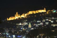 Vecchia Tbilisi - notte di kala del castello immagine stock