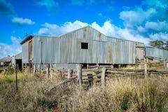 Vecchia tettoia dell'azienda agricola Immagini Stock Libere da Diritti