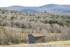 Vecchia tettoia in montagne fotografia stock libera da diritti
