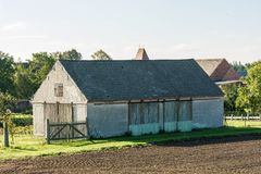 Vecchia tettoia su un'azienda agricola fotografia stock libera da diritti