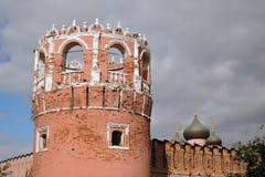 Vecchia torre del monastero di Don Icon a Mosca Fotografie Stock