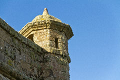 Vecchia torre della fortezza Vista di angolo basso Immagine Stock