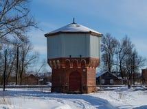 Vecchia torre di acqua fatta del mattone Fotografie Stock Libere da Diritti