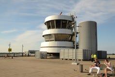 Vecchia torre di controllo in cima alla piattaforma di osservazione Fotografia Stock Libera da Diritti