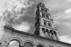 Vecchia torre nella spaccatura Fotografia Stock Libera da Diritti