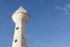 Vecchia torre sporca dell'orologio fotografie stock