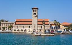 Vecchia torre veneziana dell'orologio al vecchio porto marittimo dell'isola di Rodi, Grecia Immagini Stock