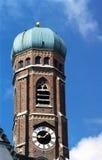 Vecchia torretta di chiesa a Monaco di Baviera Fotografie Stock Libere da Diritti