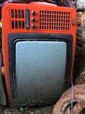 Vecchia TV rossa rotta Fotografie Stock