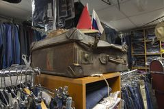 Vecchia valigia indossata Fotografia Stock Libera da Diritti
