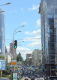 Vecchia via con le nuove costruzioni Fotografie Stock Libere da Diritti