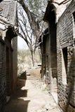 Vecchia via del villaggio immagini stock